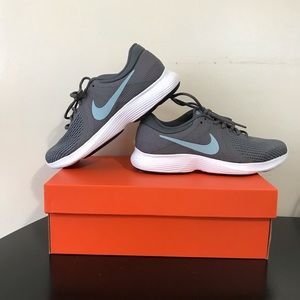 Women's Nike Revolution 4– 8.5 WIDE with Box
